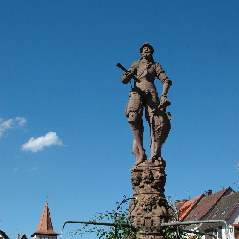 Röhrbrunnen Ritter Schwed Sommer